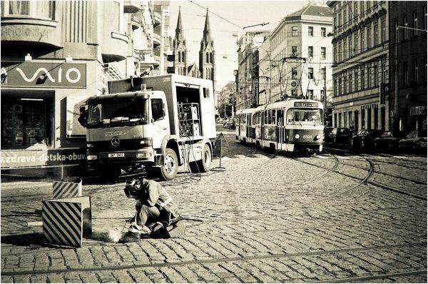 Sous le pavé, la rue