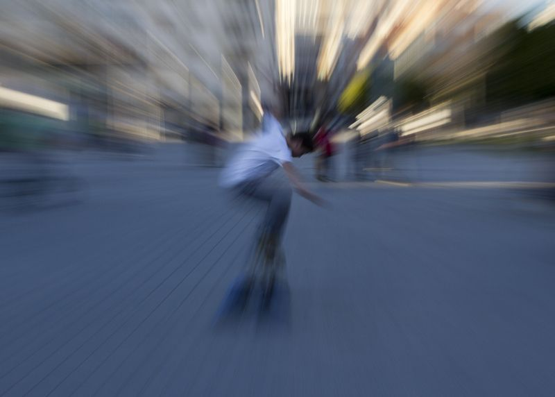 skate en la plaça de la constitució 02