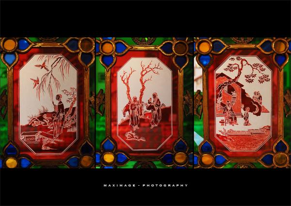 Scènes chinoises sur vitrail...