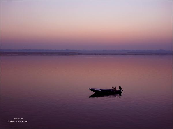 L'aube se lève sur le Gange...