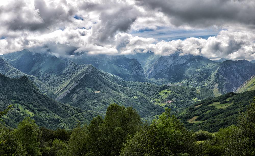 Nubes sobre el valle. Clouds above the valley