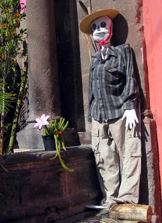 Esqueleto Vestido - San Miguel A.