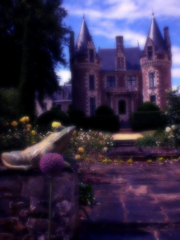 La grenouille éveille le jardin aux fleurs....