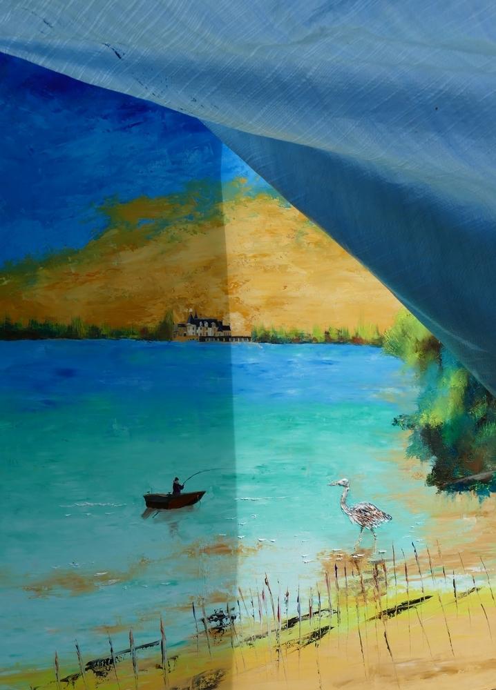 Pêcheuse d'une toile sous une bâche naturelle