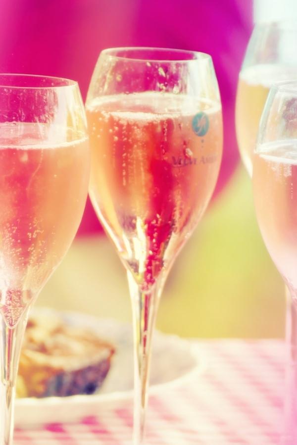 Un rosé pétillant fruité sous un beau rayon rose