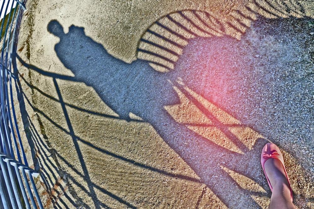 Maître de mes pas vers l'existence de mon ombre