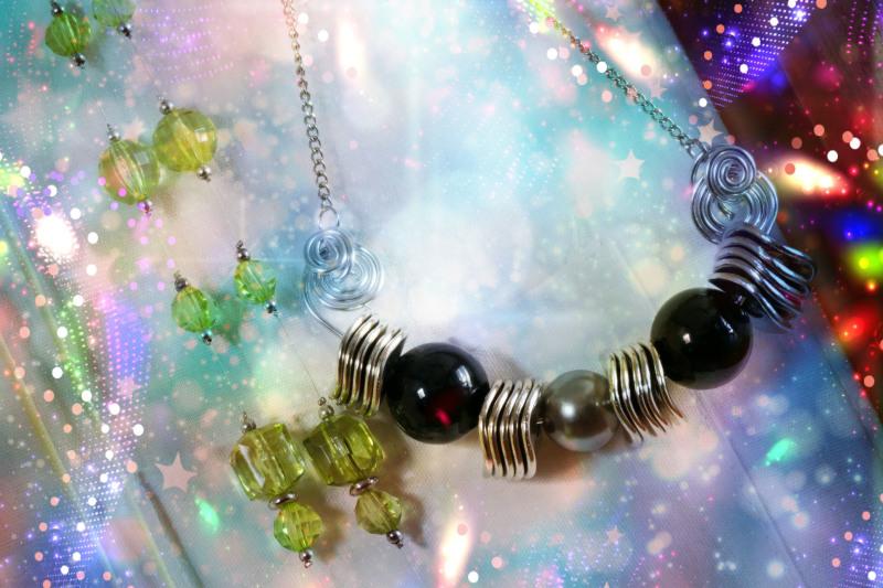 Le collier galaxie spirale dans l'univers créatif