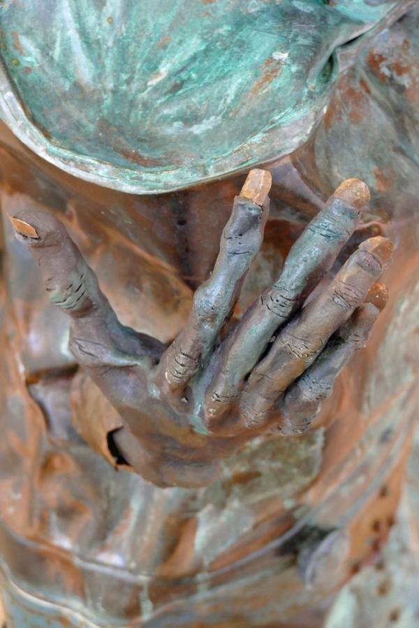 Touchant le coeur à la pointe des ongles...