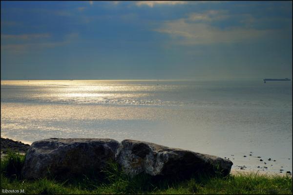 L'heure où le soleil vient caresser la mer...