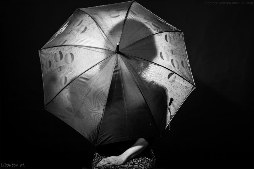 L'inconnue au parapluie.