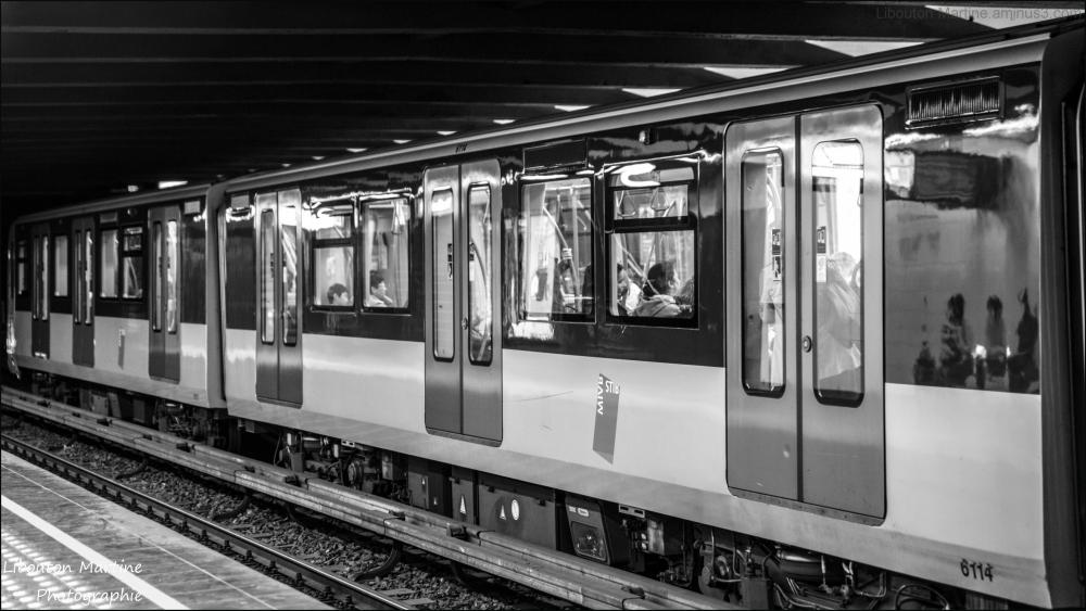 Les ombres du métro.