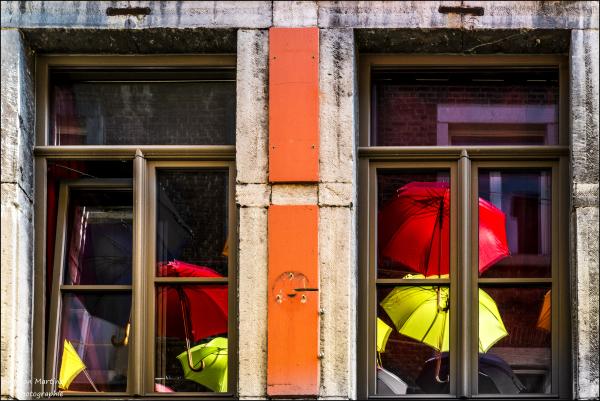 La fenêtre aux parapluies!