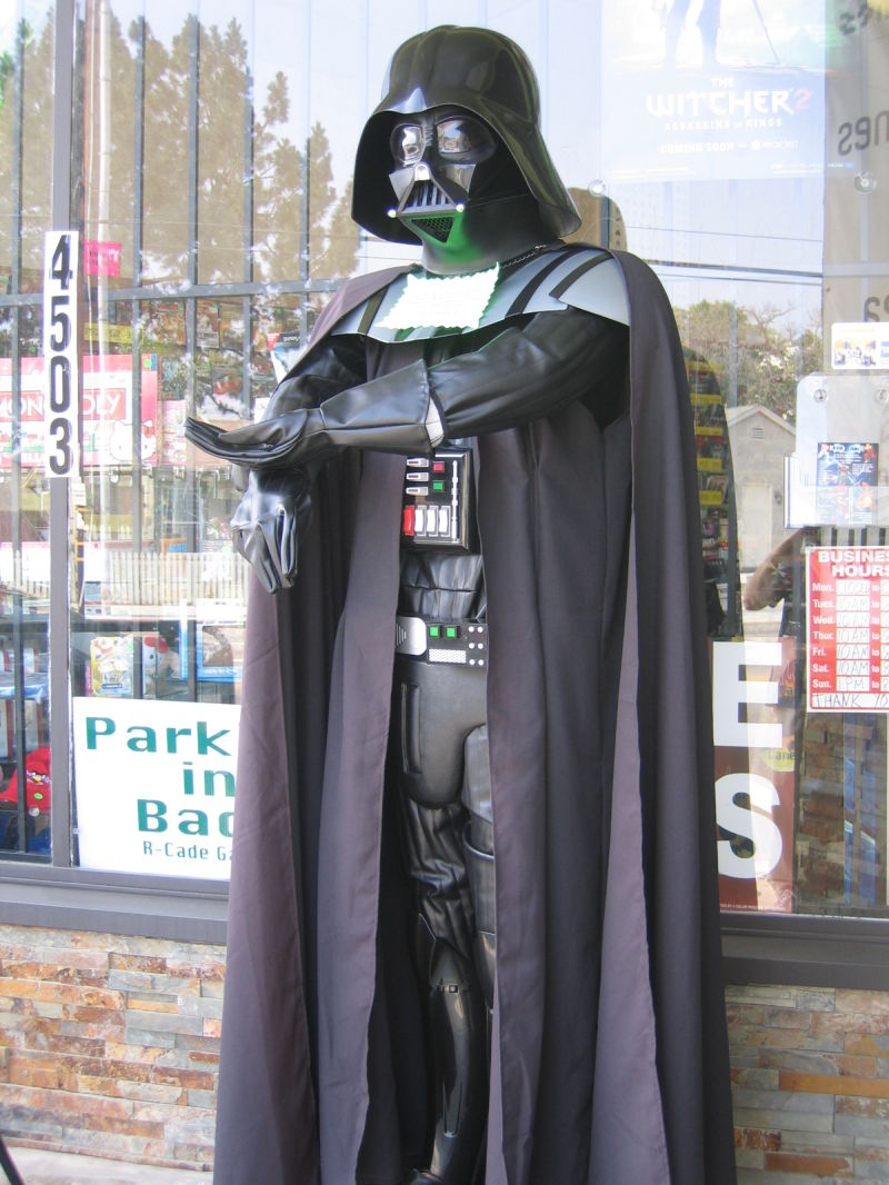 darth vade statue