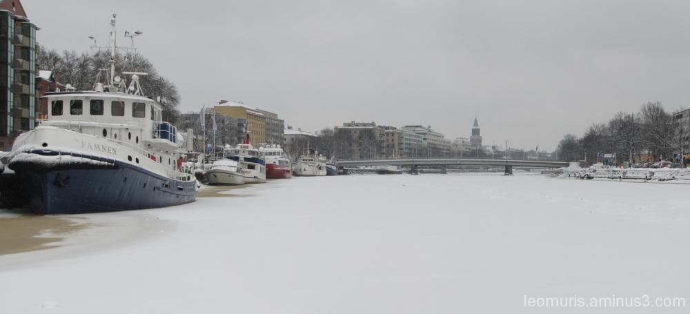 Laivoja joella, - The ships on the river
