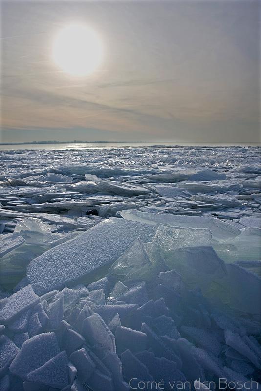 Icy lake - Kruiend ijs