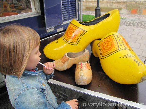 Venla and the large wooden clogs!