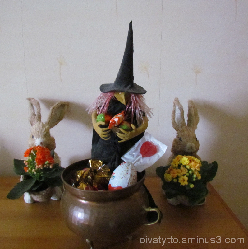 Witch's candy cauldron!