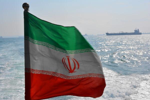 iran flag qeshm island persian-gulf جزیره هنگام