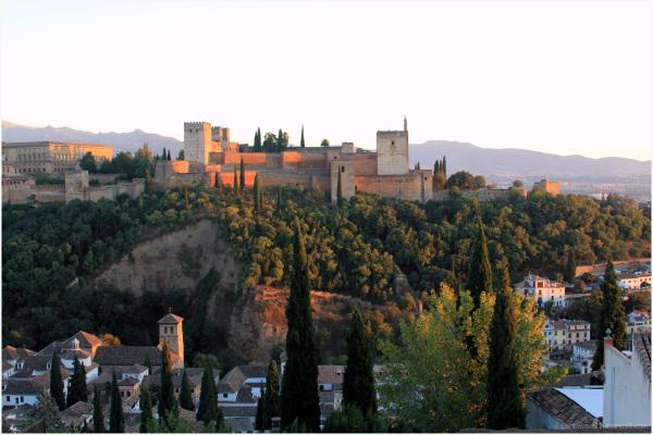 Alhambra de Grenade au coucher de soleil