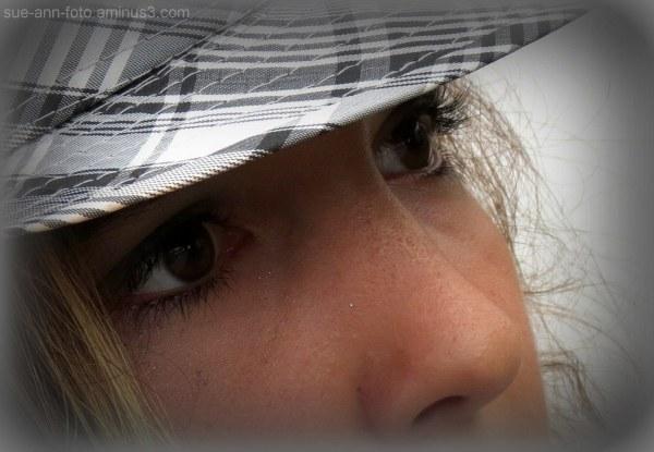 la fille au chapeau  - girl with hat