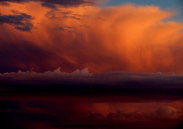 une ligne dans le ciel  -  a stripe in the sky