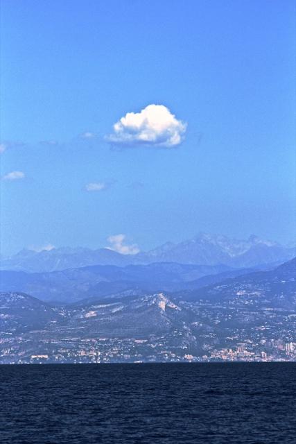 Côte d'Azur: Mer, Montagnes, Ciel bleu & Béton.