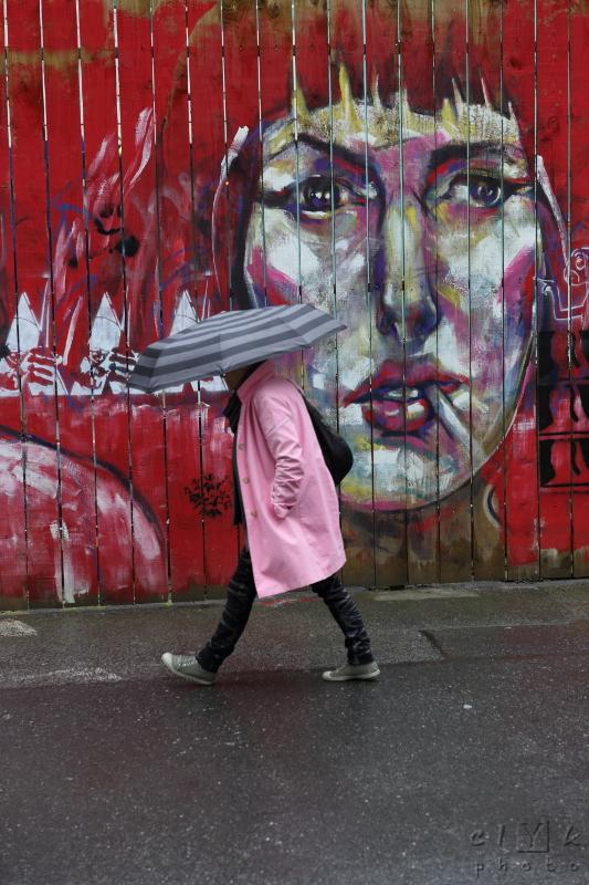 clYk street umbrella walker graff rue parapluie