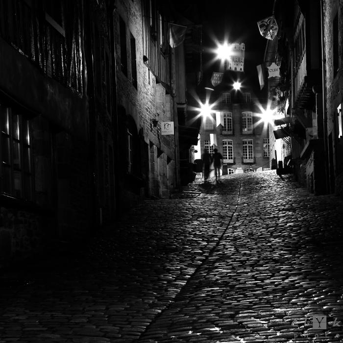 clYk street night pavement bw nuit rue pavés nb