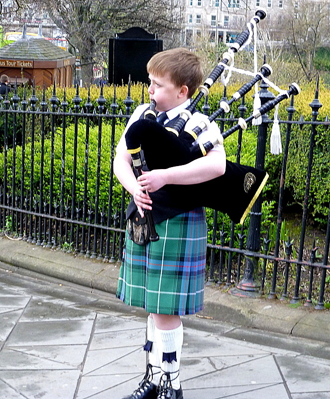 And A Wee Piper, Ohhh .
