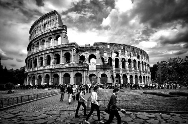 Coliseu, Roma, Três