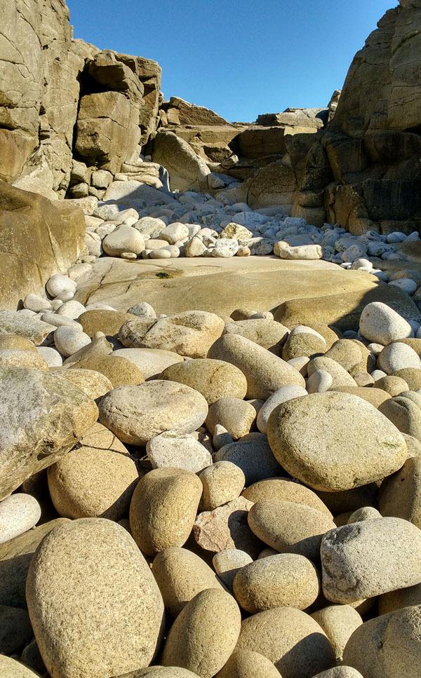 Rumbling Rocks - Ile Grande