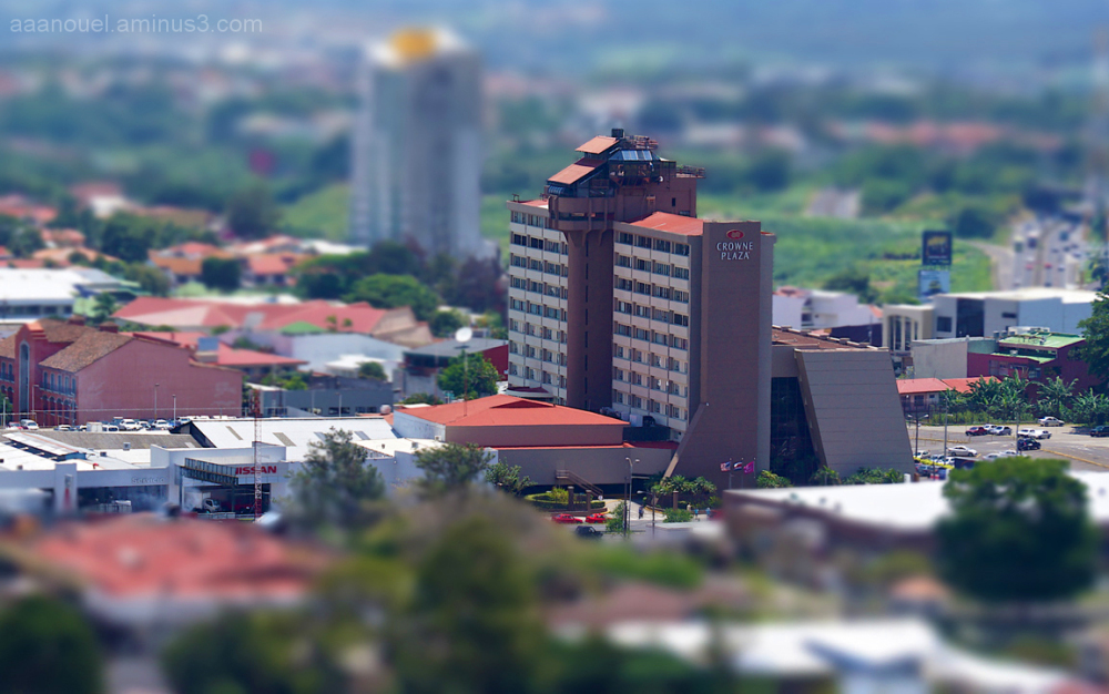 scale model? hotel tilt&shift effect aaanouel