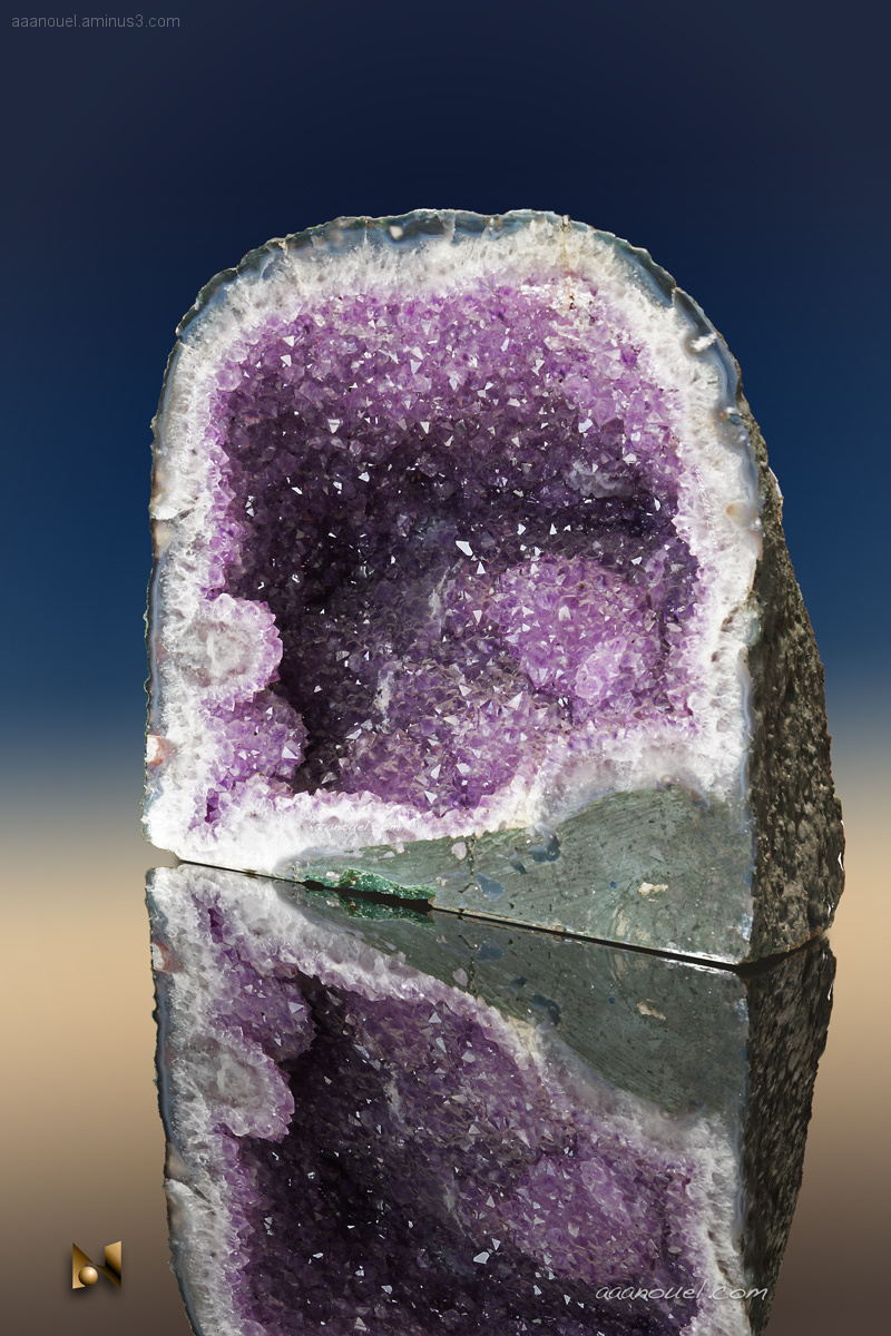 Amethyst treasure box crystal aaanouel Geode
