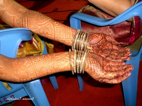 The bride's hands