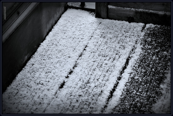 On the balcony ... a little bit of snow ... !!!