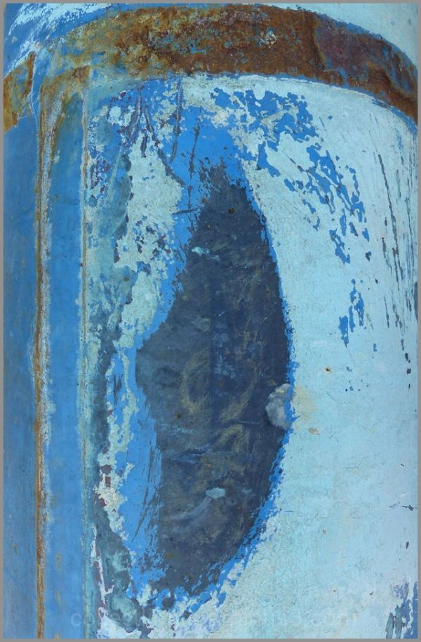Songe de la vieille citerne fardée de bleu