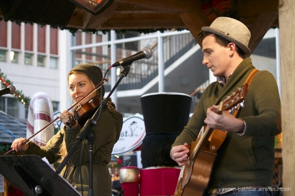 Vancouver Christmas Market - Musical performance 4