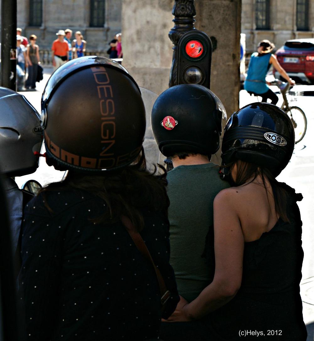 casques de moto en ville paris