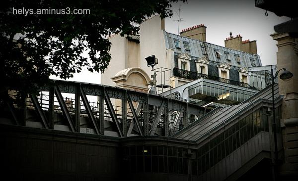 Paris: Barbes station metro