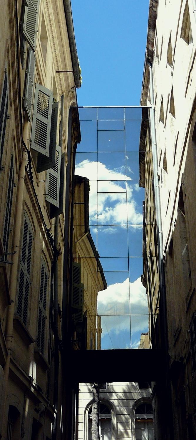 Le ciel est entre les toits