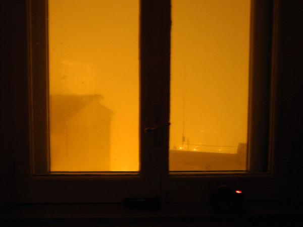 nuit , brouillard et la diode du réveil