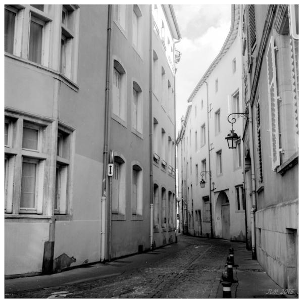 Rue L