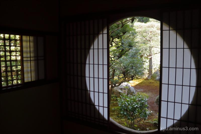 dry-landscape-garden round-window Fundain temple K
