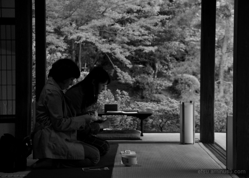 Having a cup of tea at the temple....... 青蓮院