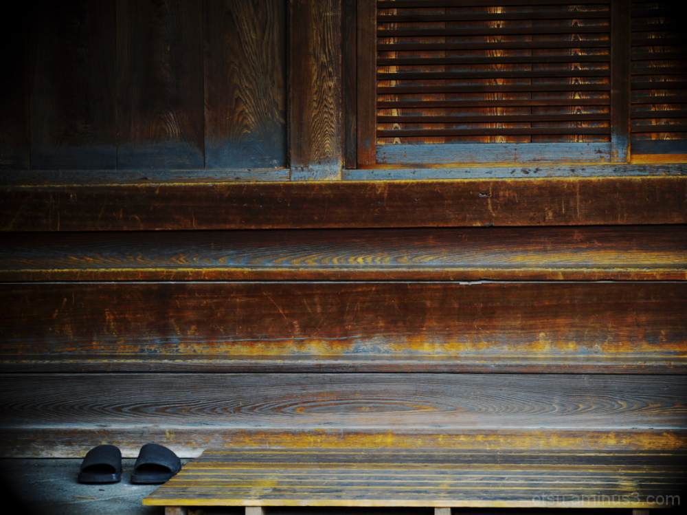 Someone may be there........  西本願寺