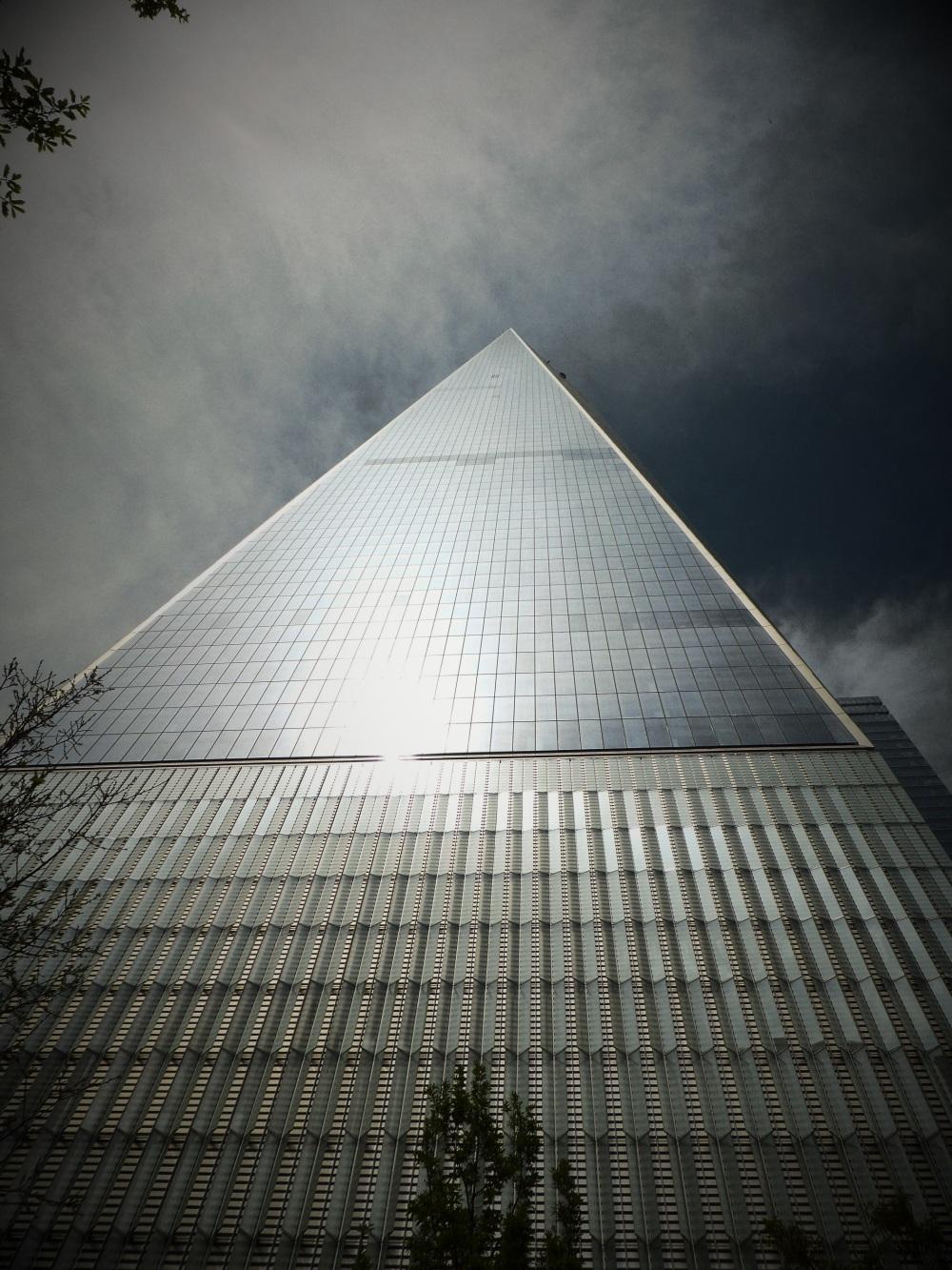 NEW-YORK : vertige ..( vue d'en bas ...)