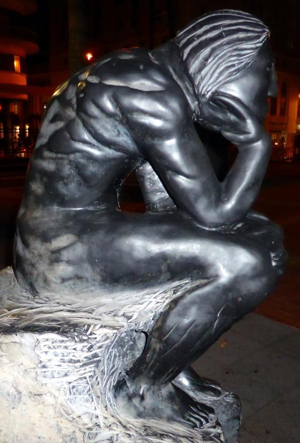 Il pense .... à ses muscles ...(peut-être) ...