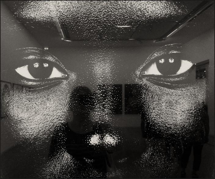 Autoportrait au visage noir