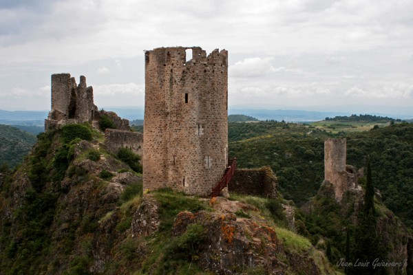 Châteaux de Lastours. / Lastours castles.