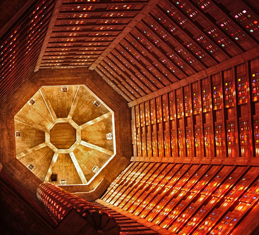 intérieur de la tour de St Joseph au Havre
